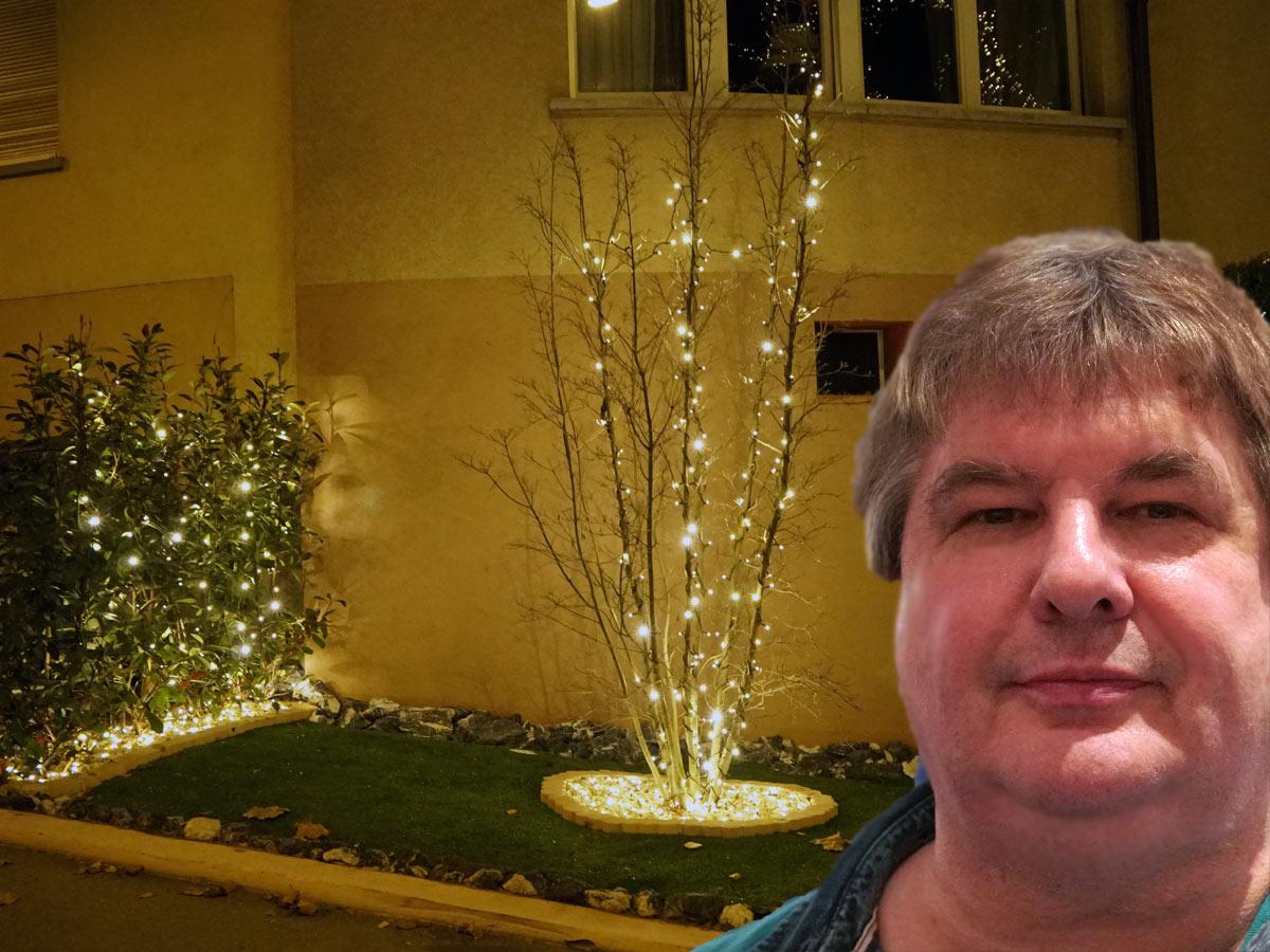Eugen R. Brunnschweiler bei der Weihnachtsbeleuchtung an der Schaffhauserstrasse 299, 8050 Zürich